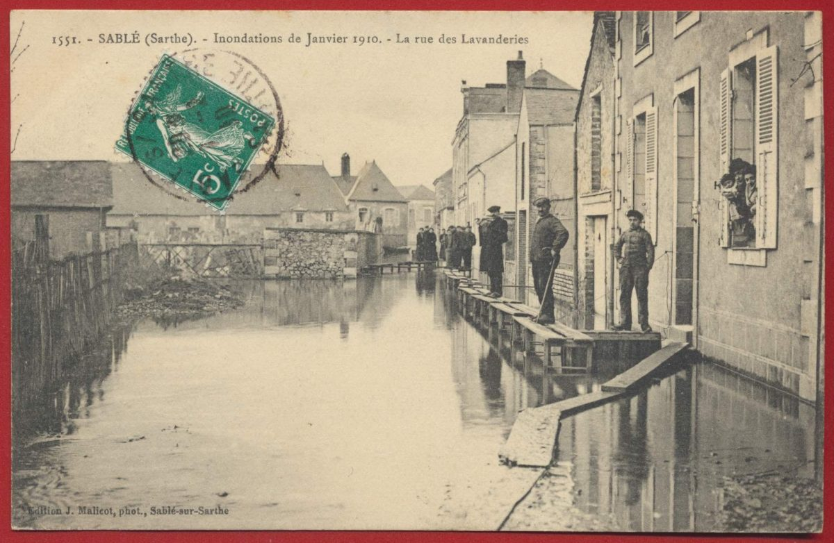 CPA 72 - sarthe - sable sur sarthe inondations de janvier 1910 la rue des lavanderies