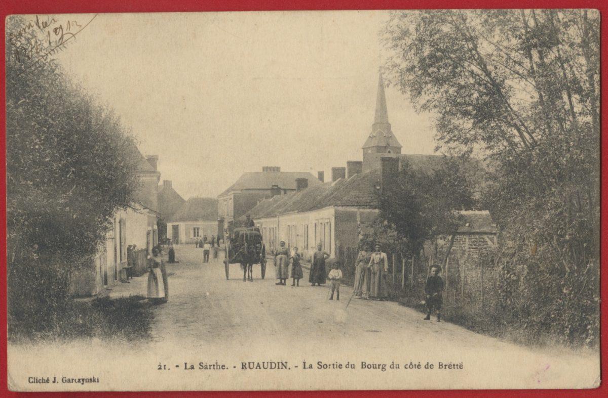 cpa-la-sarthe-ruaudin-la-sortie-du-bourg-du-cote-de-brette