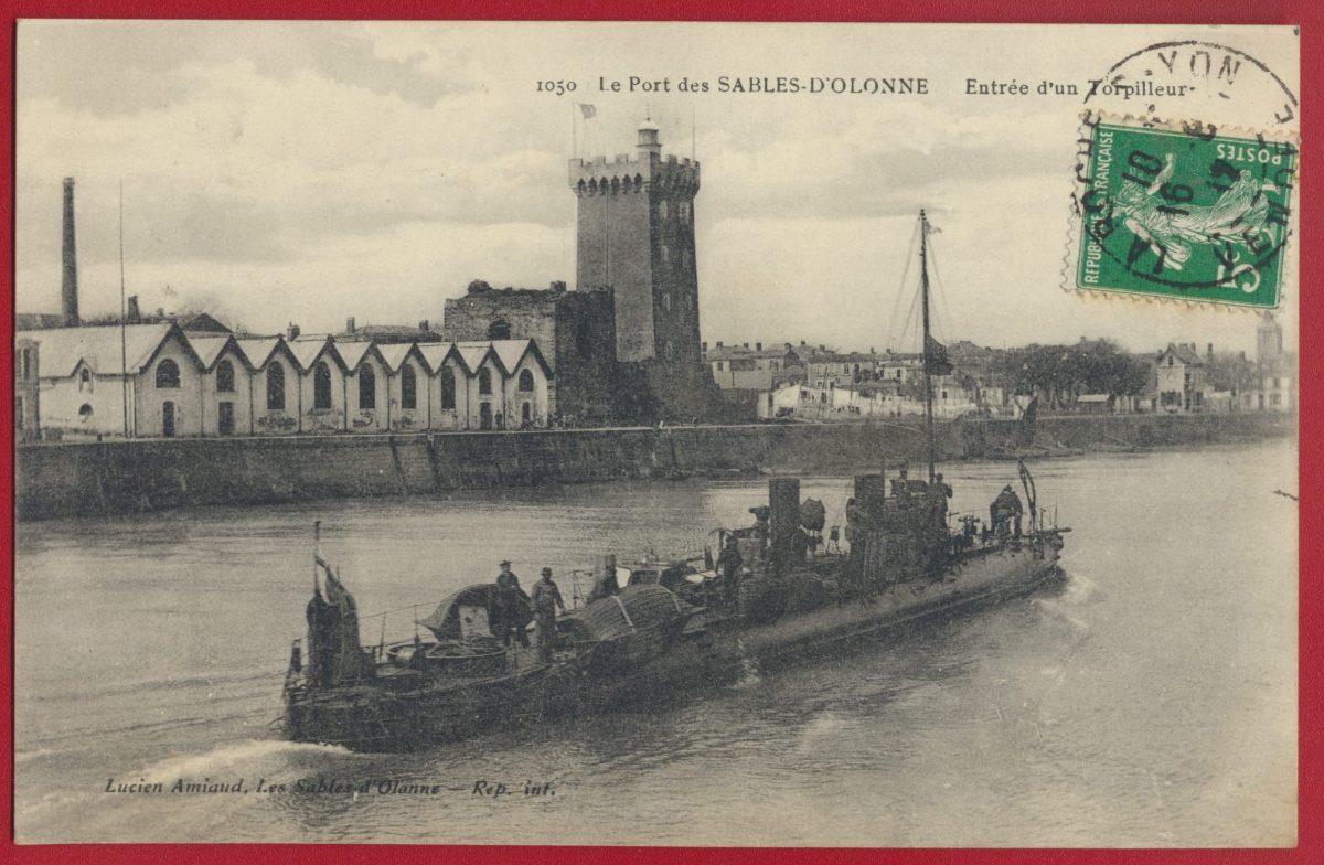 cpa-le-port-des-sables-d-olonne-entree-d-un-torpilleur
