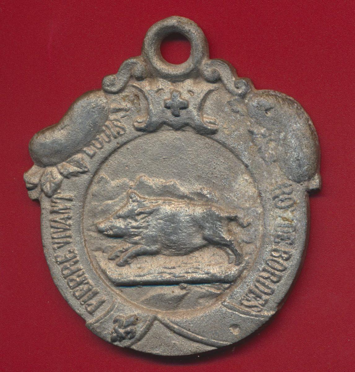 plaque-medaille-pierre-vivant-louis-roi-de-bordes-famille-angevine-angers-bauge-baugeois-famille-angevine