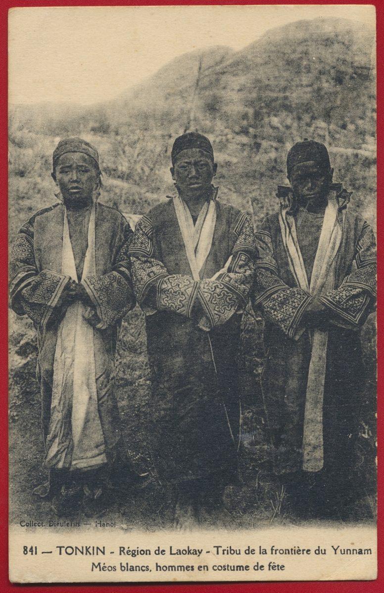 cpa-tonkin-region-de-laokay-tribu-de-la-frontiere-du-yunnam-meos-blancs-hommes-en-costume-de-fete-chine
