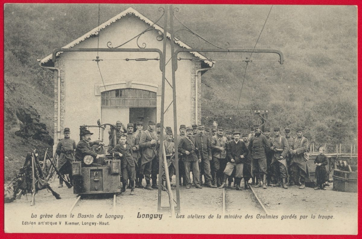 cpa-locomotive-longwy-greves-bassin-minier-mines-entree-usine-gardee-troupes-coulmies