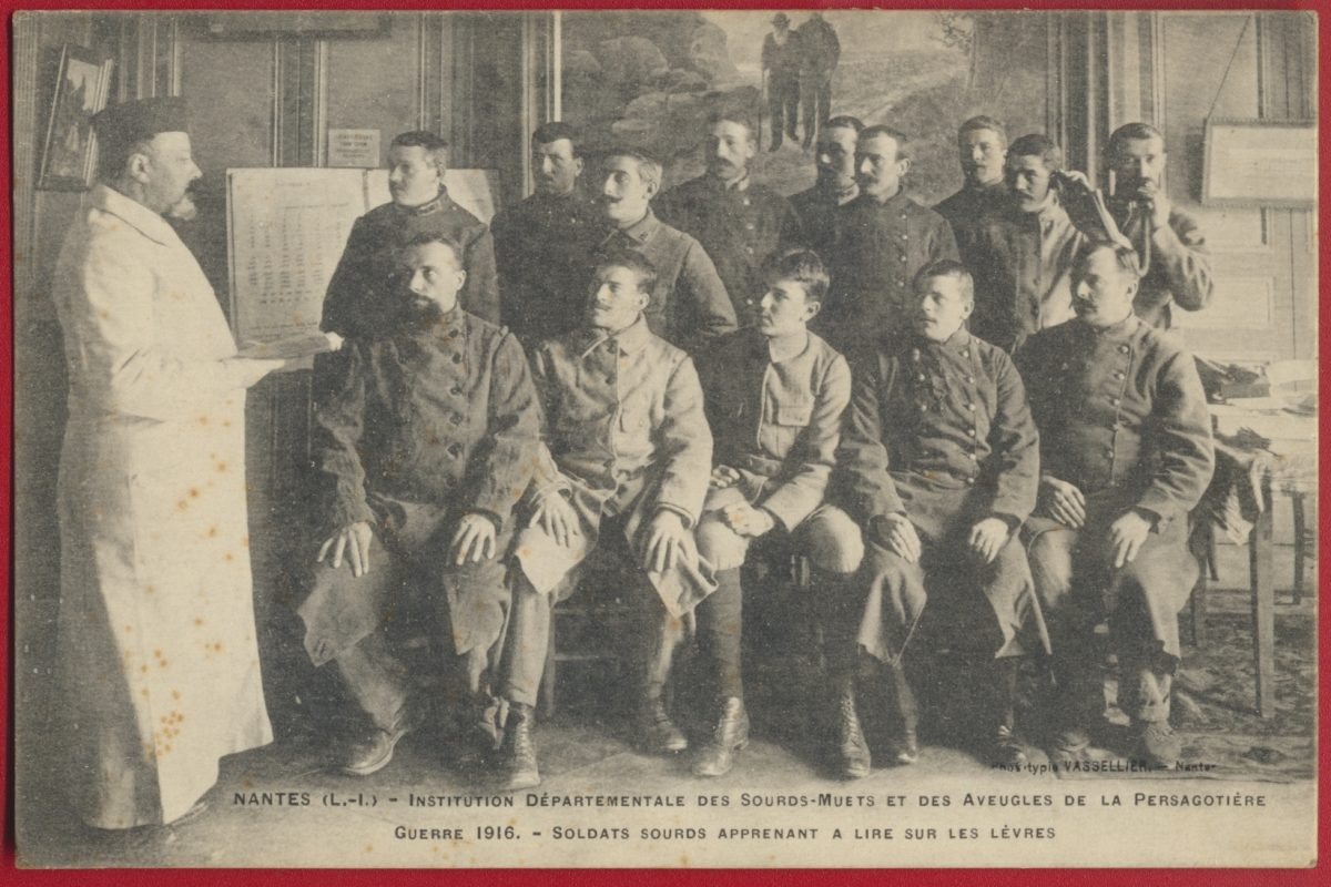 cpa-nantes-institution-departementale-sourds-muets-aveugles-persagotiere-guerre-1916-soldats-apprenant-lire-sur-levres