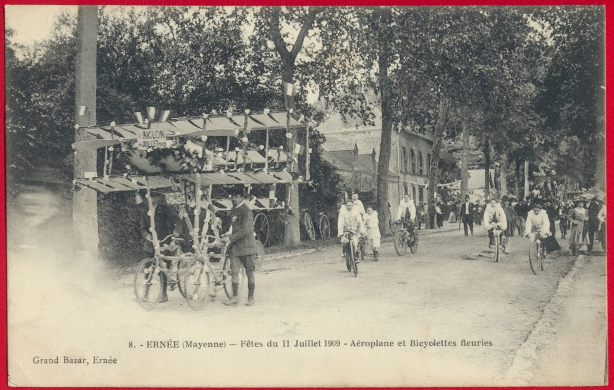 cpa-ernee-mayenne-fetes-11-juillet-190-aeroplane-bicyclettes-fleuries