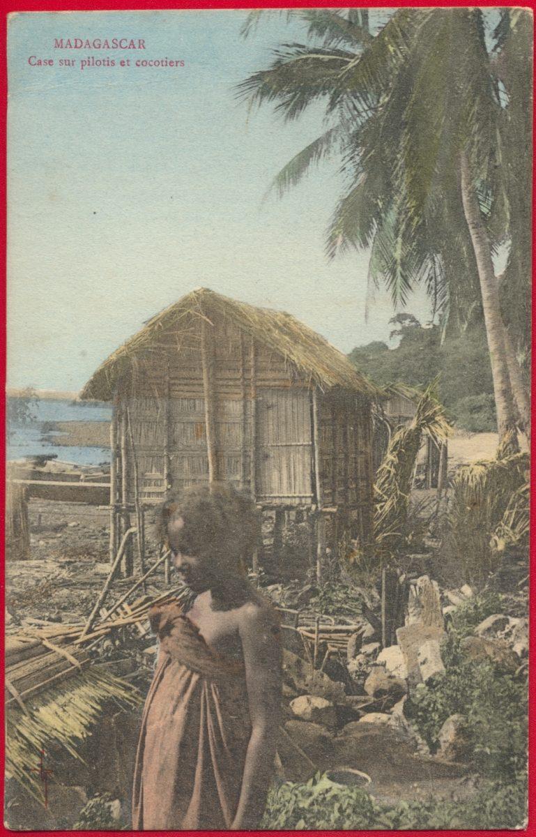 cpa-madagascar-cases-pilotis-cocotiers