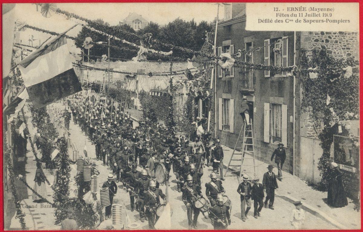 cpa-ernee-mayenne-fetes-11-juillet-1909-defile-compagnie-sapeurs-pompiers
