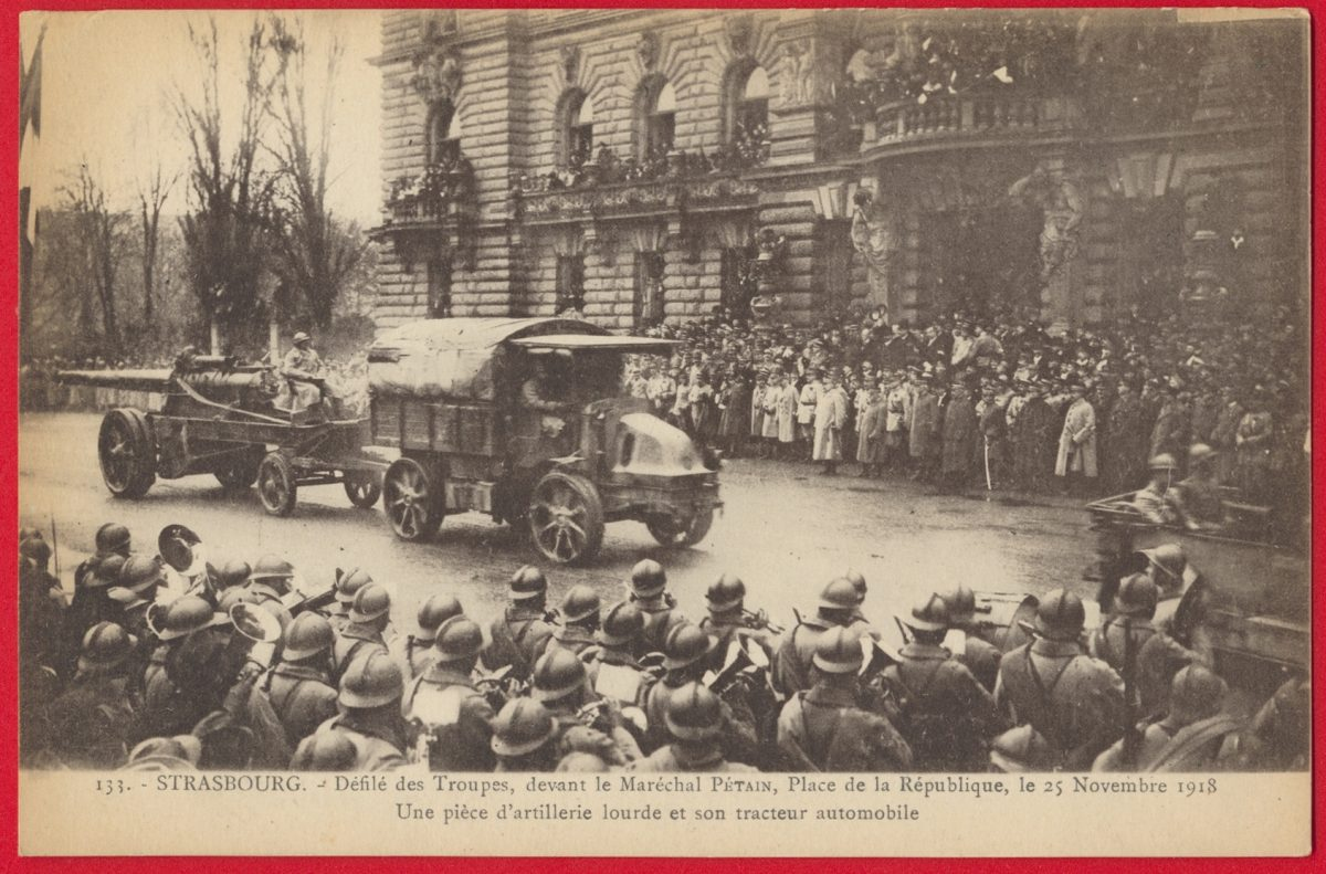 cpa-strasbourg-defile-troupe-marechal-petain-place-republique-25-novembre-1918-piece-artillerie-tracteur-automobile