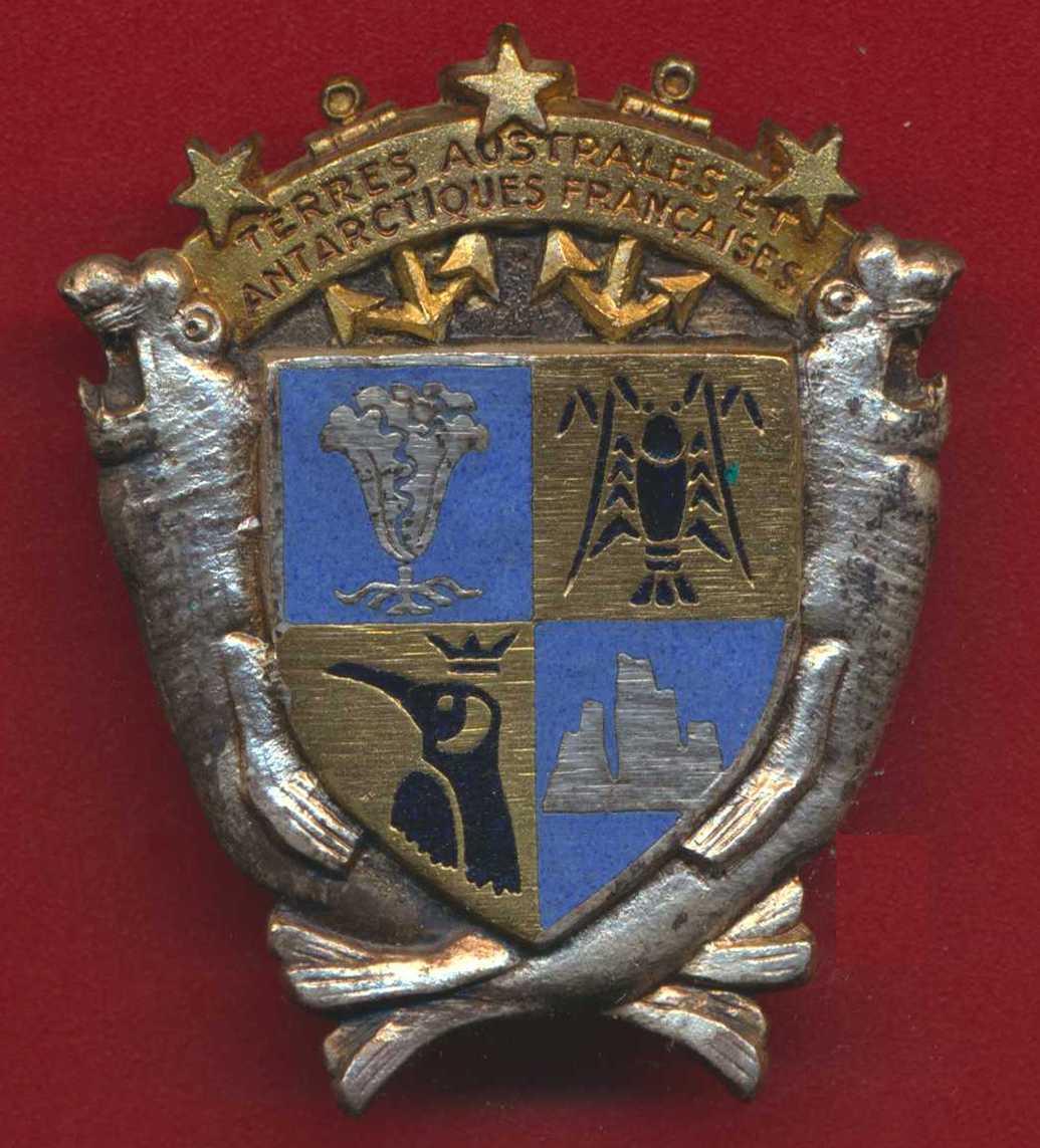 insigne-forces-francaises-terre-australes-antarctiques