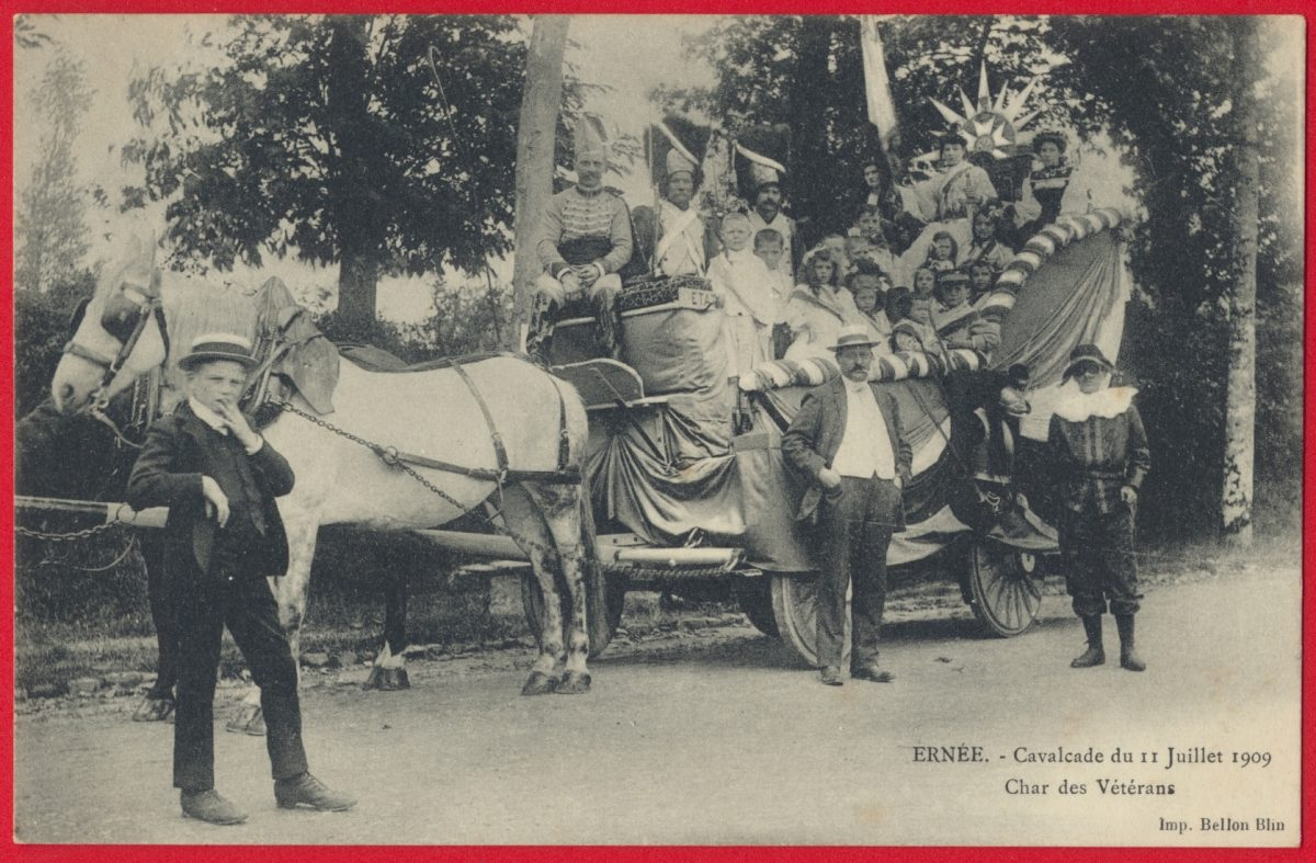 cpa-ernee-cavalcade-11-juillet-1909-char-veterans