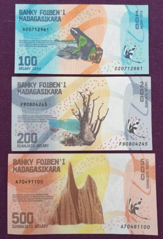 lot billets madagascar1